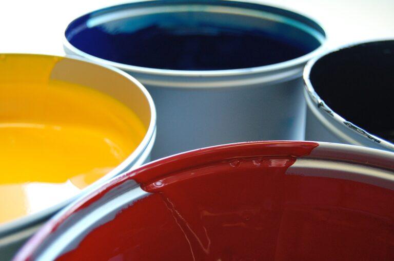 Druckfarben gelb, blau, rot, schwarz